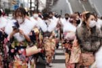 Fala koronawirusa rzuciła cień na ceremonię pełnoletności